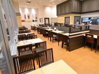 桜道カフェの店内
